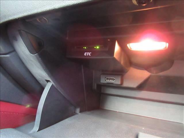1.4TFSI スポーツパッケージ 保証付 レザーシート 純正ナビ ETC バックカメラ フルセグTV DVD再生 CD再生 Bluetooth接続 シートヒーター 純正アルミホイール ディーラー車 右ハンドル(8枚目)