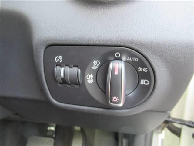 1.4TFSI スポーツパッケージ 保証付 レザーシート 純正ナビ ETC バックカメラ フルセグTV DVD再生 CD再生 Bluetooth接続 シートヒーター 純正アルミホイール ディーラー車 右ハンドル(9枚目)