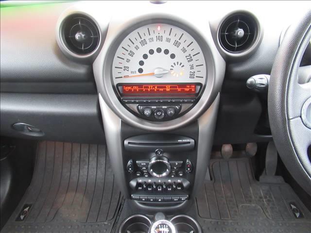 クーパー クロスオーバー 保証付 1オーナー 6速MT 純正アルミホイール 純正CDオーディオ キーレス HIDライト 電動格納ミラー 盗難防止システム ディーラー車 右ハンドル 運転席エアバッグ 助手席エアバッグ ABS(6枚目)