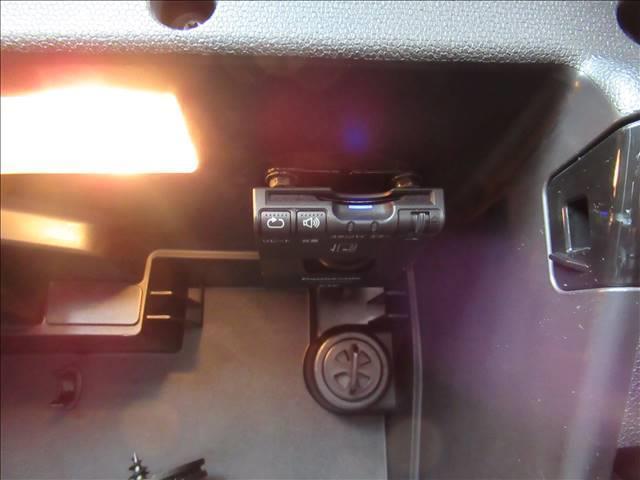 クーパー クロスオーバー 保証付 1オーナー 6速MT 純正アルミホイール 純正CDオーディオ キーレス HIDライト 電動格納ミラー 盗難防止システム ディーラー車 右ハンドル 運転席エアバッグ 助手席エアバッグ ABS(7枚目)