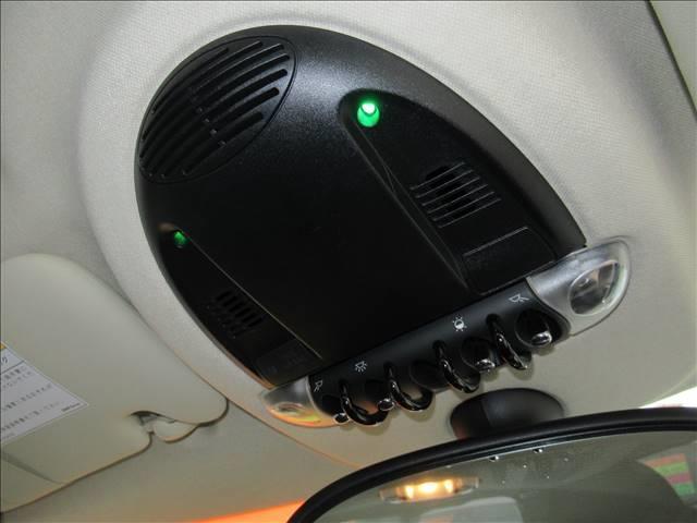 クーパー クロスオーバー 保証付 1オーナー 6速MT 純正アルミホイール 純正CDオーディオ キーレス HIDライト 電動格納ミラー 盗難防止システム ディーラー車 右ハンドル 運転席エアバッグ 助手席エアバッグ ABS(8枚目)