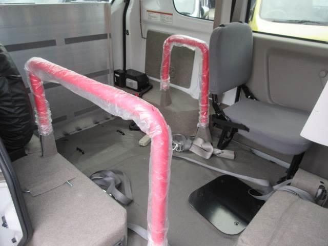 車いす移動車 後部電動固定 補助シート・車いす乗員用手すり付(9枚目)
