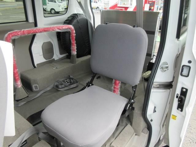 車いす移動車 後部電動固定 補助シート・車いす乗員用手すり付(11枚目)