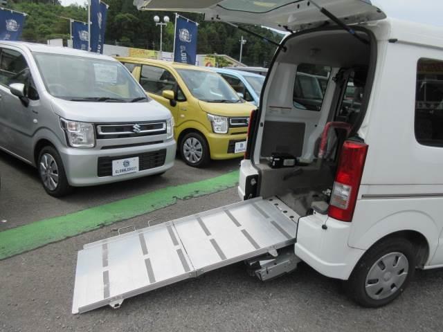 車いす移動車 後部電動固定 補助シート・車いす乗員用手すり付(18枚目)