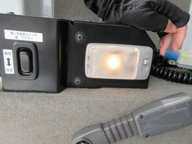 車いす移動車 後部電動固定 補助シート・車いす乗員用手すり付(19枚目)