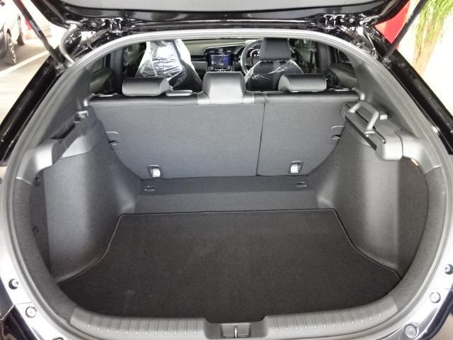 ハッチバック 登録済未使用車 SDナビ フルセグ バックカメラ シートヒーター ETC LED スマートキー 純正18アルミ クルーズコントロール(21枚目)