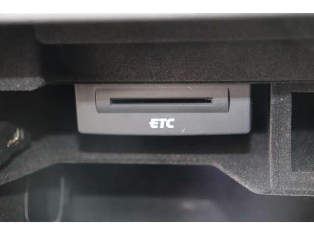 2.0TFSI Sラインパッケージ 保証付 純正ナビ フルセグTV ETC バックカメラ 純正アルミホイール シートヒーター レザーシート DVD再生 CD再生 アイドリングストップ HIDライト(18枚目)