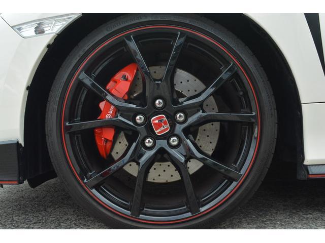 タイヤチェンジャー バランサー完備  タイヤ全メーカー低価格にてご提案致しております。 購入時や車検時にはお得なご提案好評です。ビシャモン スップオンのリフト 20インチも楽々交換できます。