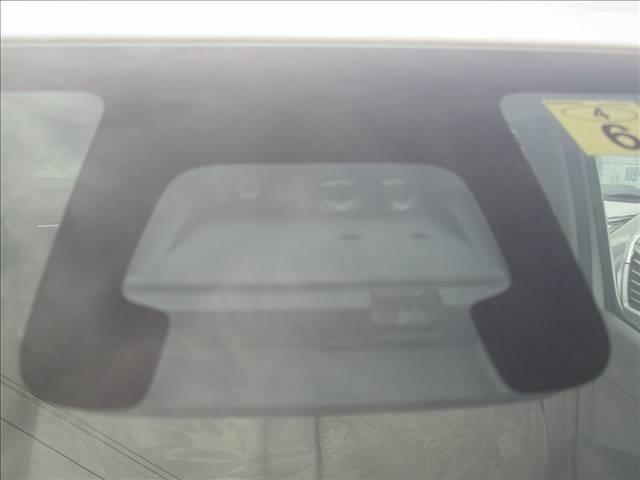 ハイブリッドFX セーフティパッケージ デュアルセンサーブレーキ アイドリングストップ レーンアシスト ヘッドアップディスプレイ スマートキー プッシュスタート シートヒーター オートライト ベンチシート(18枚目)