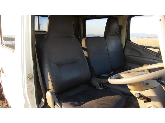 運転席、助手席に多少の使用感は御座いますが、使用に問題は御座いません♪