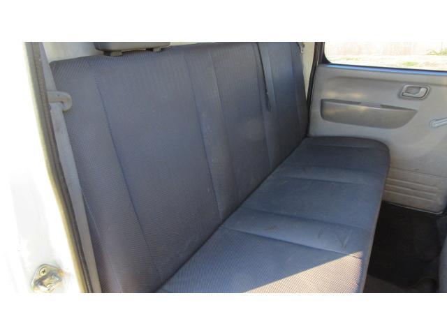 後部座席にも使用感は御座いますが、比較的綺麗な状態です♪