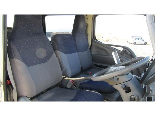 運転席、助手席に多少のシミは御座いますが、比較的綺麗な状態です♪