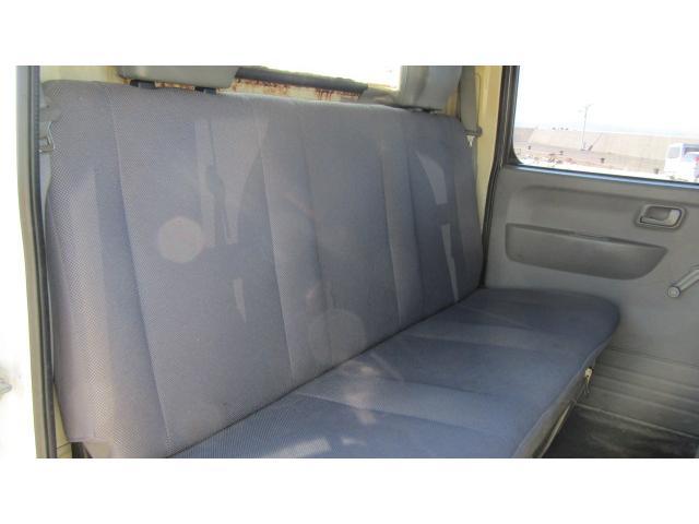 後部座席にも大きな破れ等は無く、比較的綺麗な状態です♪
