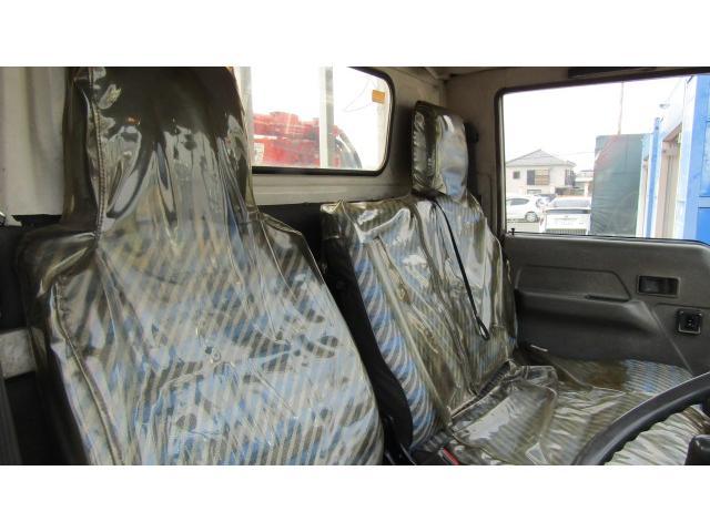 運転席、助手席にシートカバー付き♪ベット張替えも可能です♪