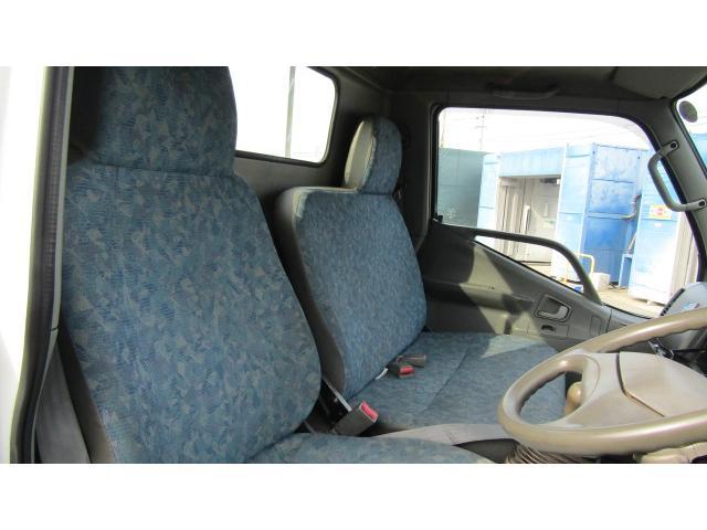 運転席、助手席に大きなシミや汚れ等無く、比較的綺麗な状態です♪