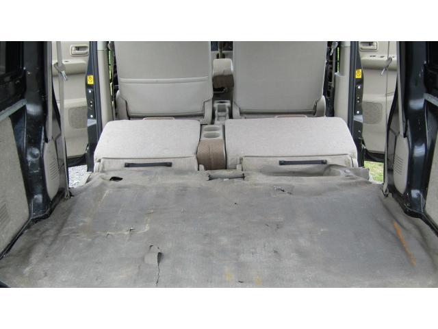 後部座席を前方へ倒すことにより、更に多くの荷物等を載せることが可能ですよ♪