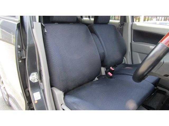 運転席、助手席に目立ったシミや汚れ等無く、綺麗な状態です♪