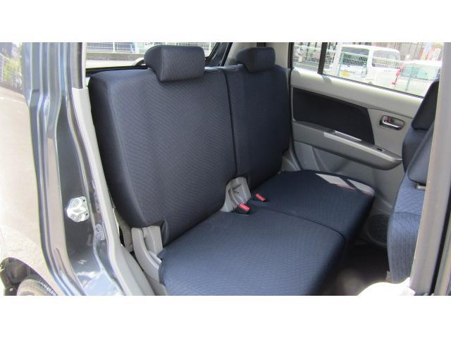 後部座席にも大きなシミや汚れ等無く、綺麗な状態です♪