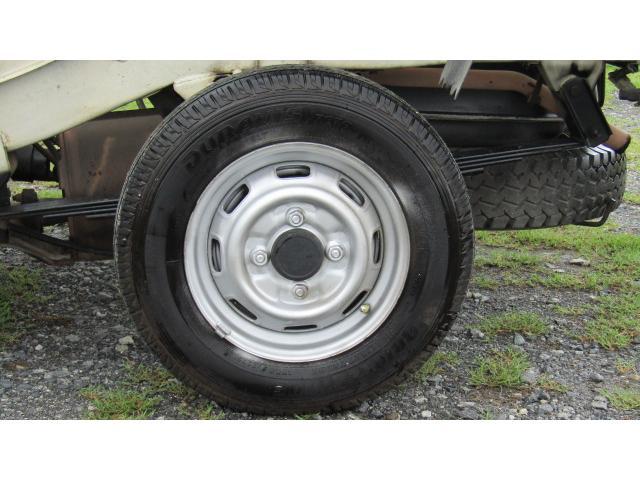 ホイール、タイヤ共に使用に問題御座いません♪※別途費用にて新品タイヤに変更可能ですのでお気軽にご相談ください♪