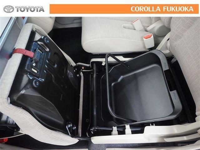 助手席座面下には大型収納付き。車検証などを入れておけば、グローブボックスを有効に活用できます。