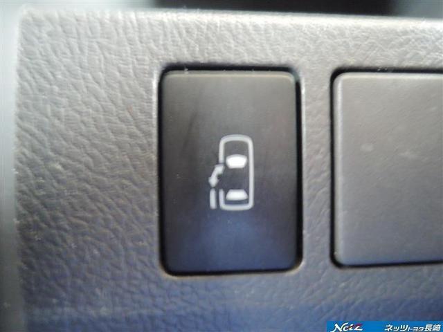 開け〜ポン♪指1本でスイッチ押すだけ/(o^。^o)/簡単開閉左側電動スライドドア☆雨の日のお迎えも車を降りることなくドアが開けられるので便利ですo(≧∇≦)o゙
