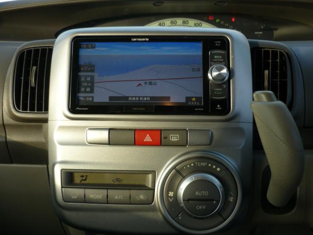 SDナビ付!!地デジテレビは勿論、ミュージックサーバー機能やDVDプレーヤー機能付いてます。