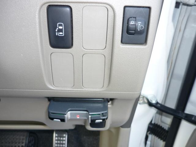 運転席よりボタンひとつでスライドドアの開閉もできます