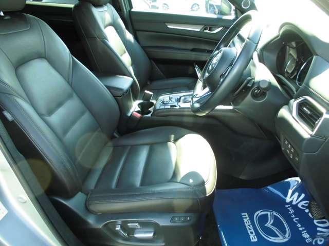 フロント座席シート廻り☆ ☆ドライブを快適に楽しむための前席空間☆クルマとの一体感が心地よいフロントシート☆