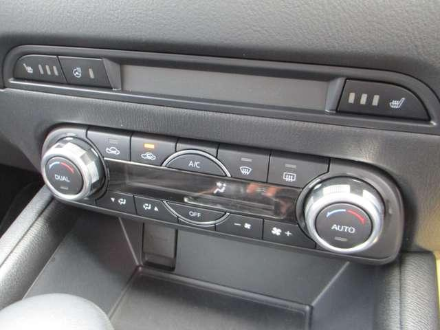 ハンドルヒーター・シートヒーターに左右別々の温度設定が出来るオートエアコン
