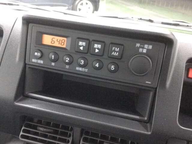 マニュアルエアコン、ホンダ純正のカーラジオ装備。