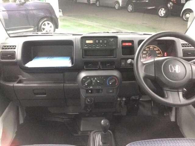マニュアルトランスミッション(MT)仕様です★マニュアルエアコン、ホンダ純正のカーラジオ装備。