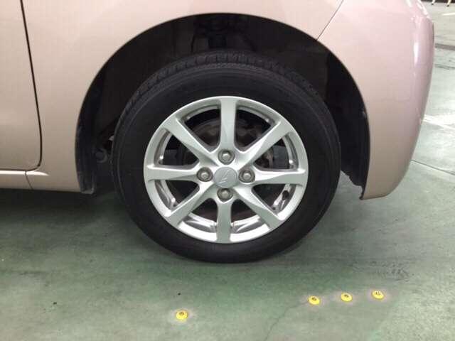 車のナンバープレートに自分の好きな番号を付けることができる制度があります(※別途費用が必要となります)。4桁以下のアラビア数字の部分のみ自由に選べます。自分の愛車に好きな番号を付けてみませんか?