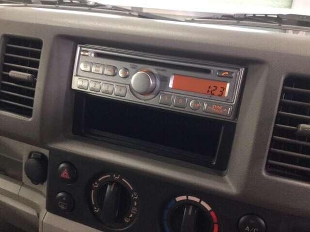 スズキ純正のカーオーディオ。CD再生機能付き。