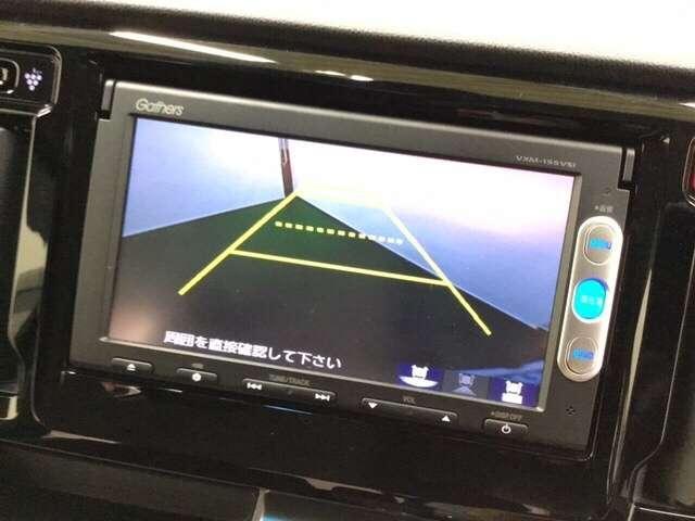 リアカメラ・TV付きナビ VXM-155VSIがついています。