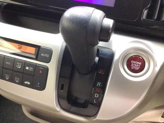 変速ショックのないスムーズな加速を生むCVT。    ※エアコンや送風に連動して空気清浄や脱臭などに効果を発揮するプラズマクラスター技術搭載フルオートエアコン装備