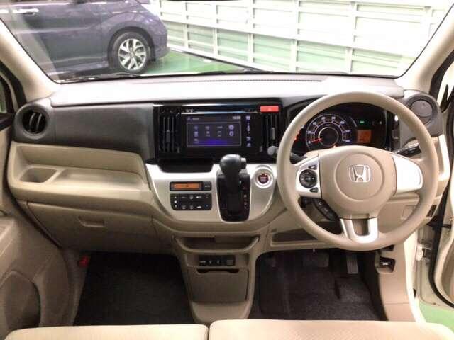 窓枠はできるだけ細く、窓は大きく、ドアミラーは見やすい位置に。安心して運転ができる広い視界です。