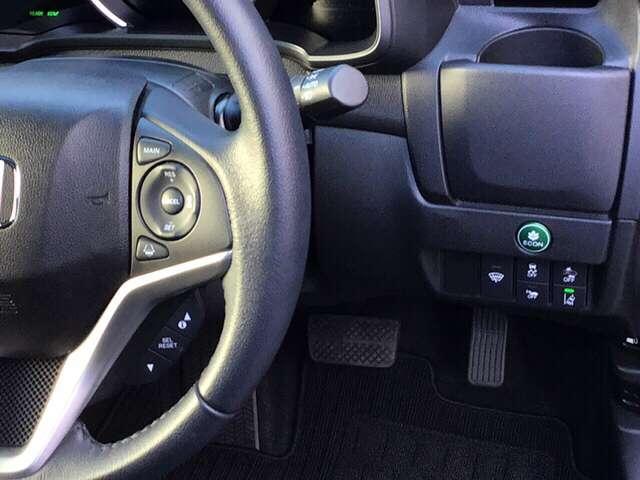 車線を検知しはみ出しを防ぐ路外逸脱抑制機能、衝突軽減ブレーキのCMBS等のスイッチ類は、運転席の右側にあります。