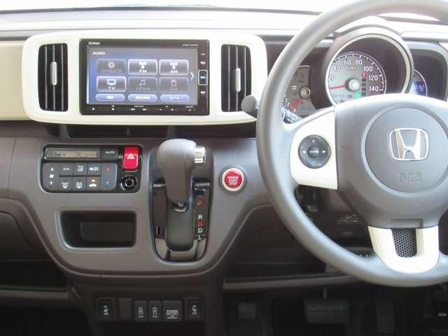 フルオートエアコン装備です。1年を通して、どんな季節でも快適温度に設定できるので、ドライブや通勤が快適になります!!
