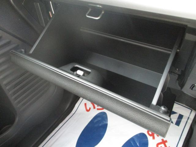 車検証ケースなどを収納できるグローブボックスです♪