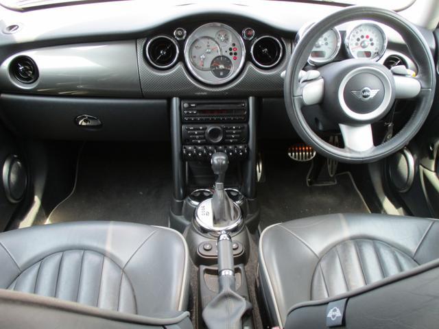 内装・外装共に、素晴らしく状態の良い車です!