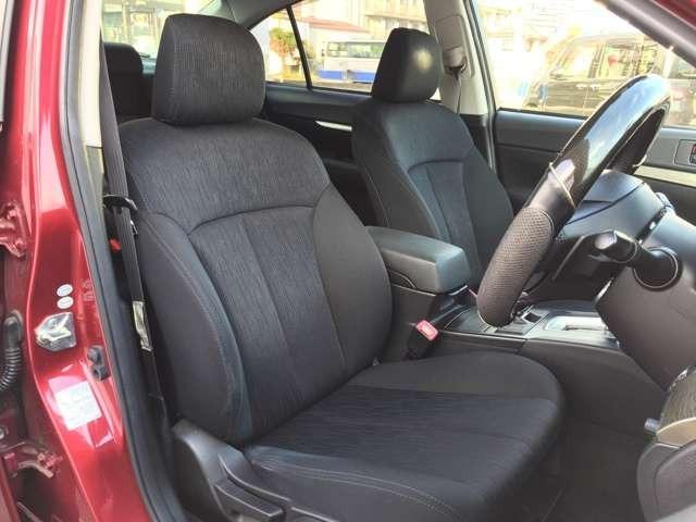 程よいホールド性で長距離ドライブでも疲れにくいシートです!