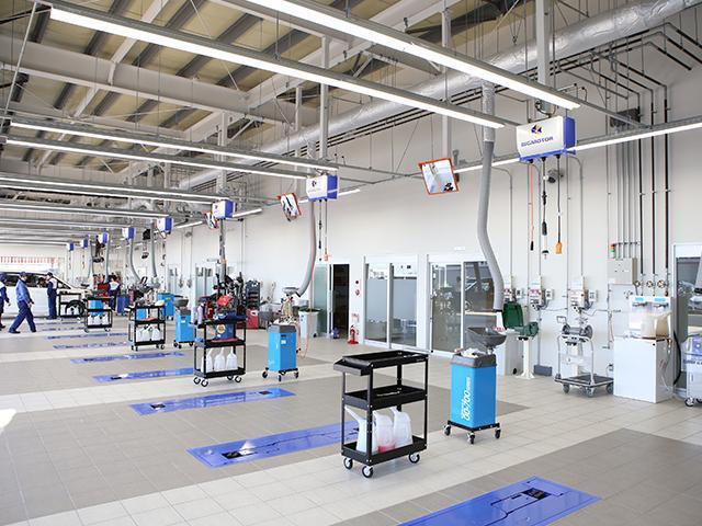自社指定工場完備!ご購入後のカーライフもフルサポート致します!