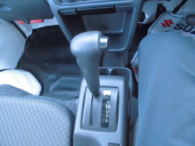 フロア3AT車!坂道走行では軽いエンジンブレーキ効果を得られる【オーバードライブスイッチ】付。