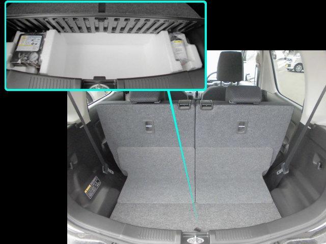 リヤシートの後ろにちょっとした収納スペースが。パンク応急修理キッド搭載★万が一のパンクも安心!