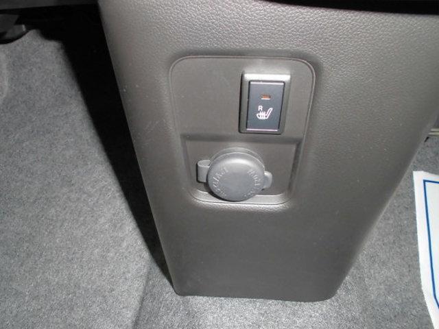 寒い朝、あるとうれしい!あったか〜〜い【シートヒーター】!電源を供給できる【アクセサリーソケット】をインパネに装備!