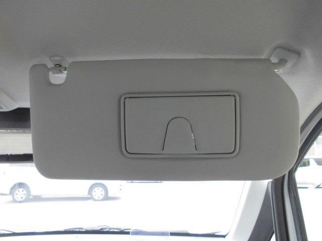 運転席のサンバイザー裏は【サンバイザーチケットホルダー】付。駐車券や通行券などの収納にどうぞ♪