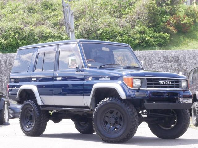 人気の78プラド SXワイド入庫しました!ブルーII天井ブラックでリフトアップ・新品マッドタイヤ・LEDテール!タイミングベルト・ウォーターポンプ・その他補機ベルト交換してご納車致します!