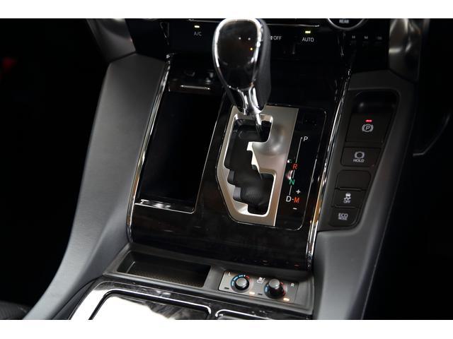 運転席より助手席のシート操作が可能です。