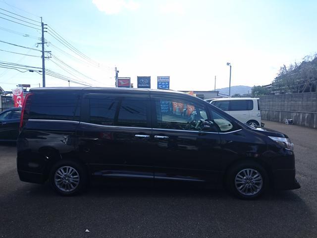 トヨタ エスクァイア Gi 黒本革・サンルーフ・両側電動ドア・9インチナビ