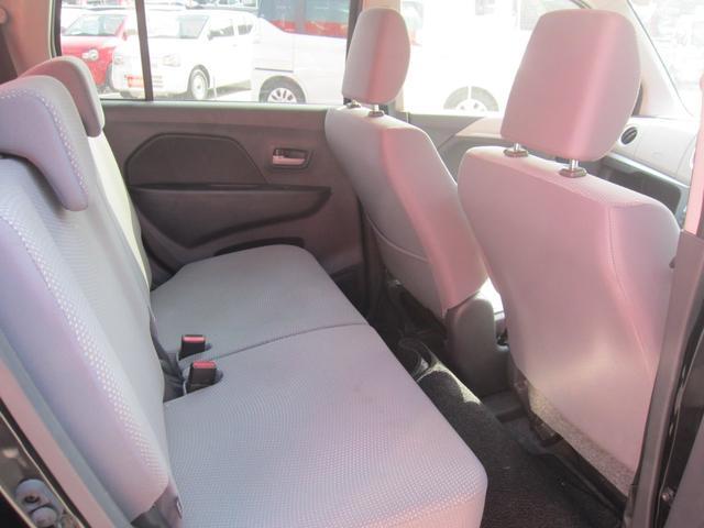 後部座席を倒すとスペースがかなり広がります。